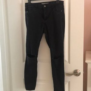 TOPSHOP MOTO LEIGH JEANS IN BLACK W/ RIPPED KNEES